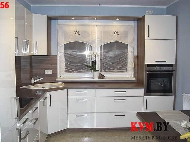 Бело-коричневая угловая кухня