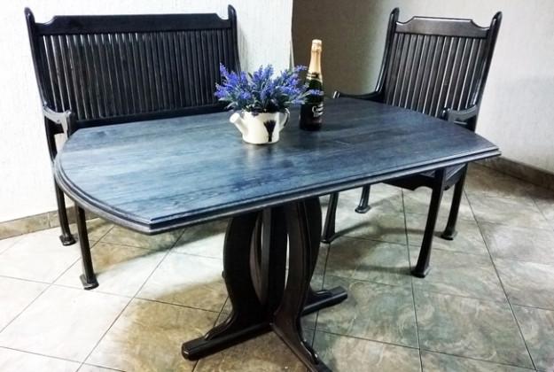 Черный обеденный стол