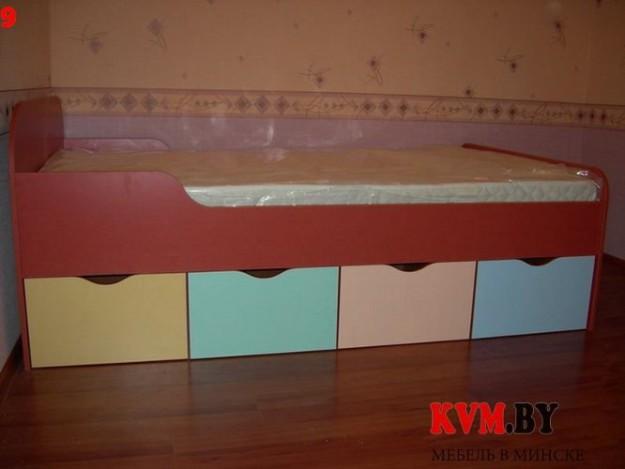 Детская кровать со встроенными ящиками