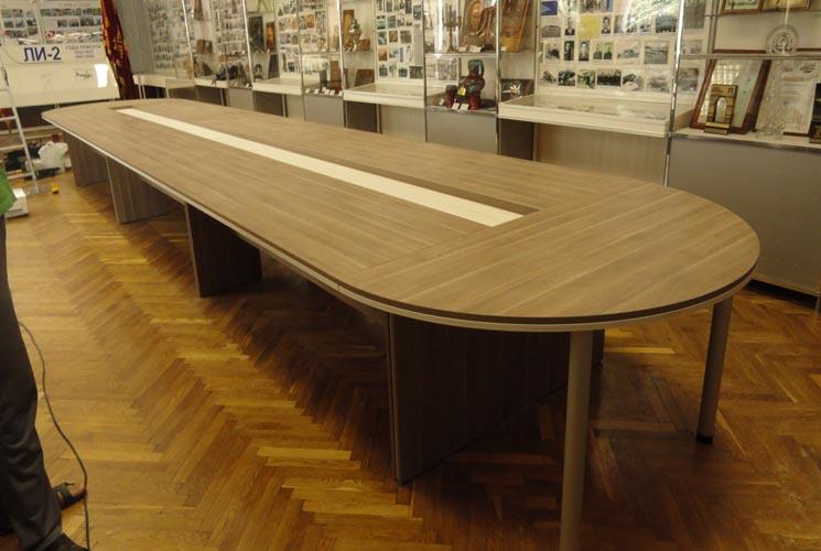 Длинный стол для переговорной
