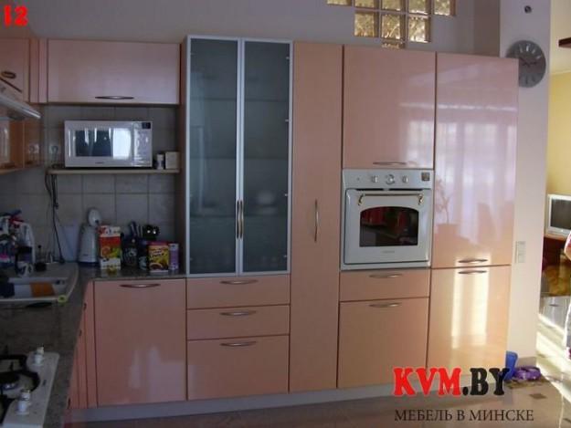 Функциональная светло-розовая кухня