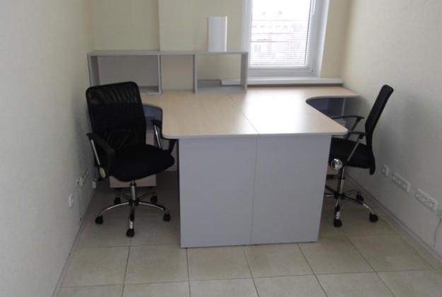 Компактный набор офисной мебели