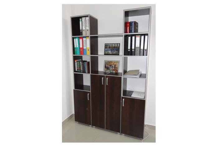 Компактный офисный шкаф с темным фасадом