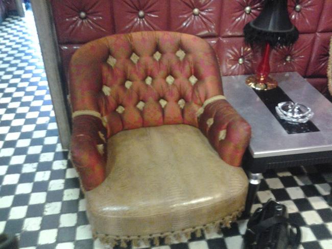 Компактное кресло в классическом стиле