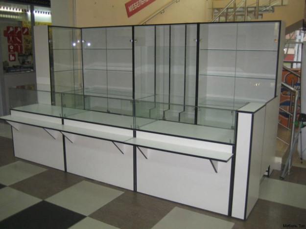 Комплект мебели для магазина со стеллажами