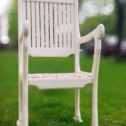 Кресло деревянное белое