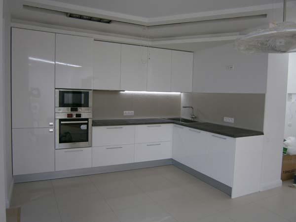 Белую глянцевую кухню купить кухни угловые класические