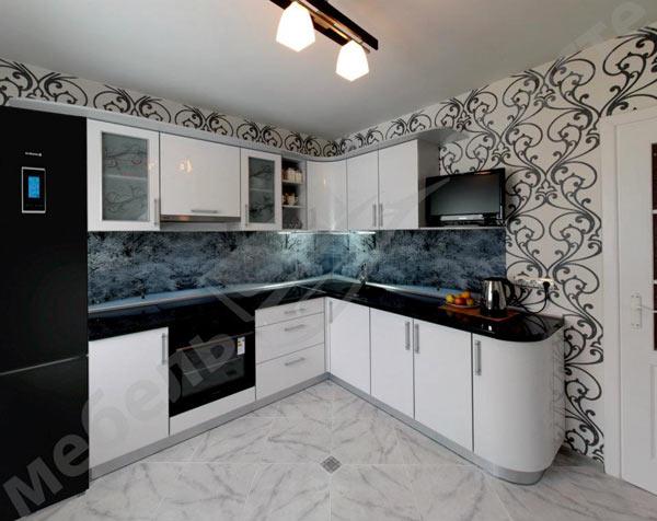 Кухня белая с фотопечатью