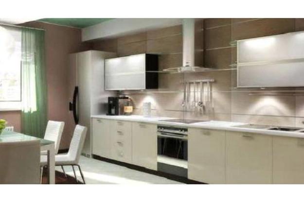 Кухня белая со встроенной подсветкой