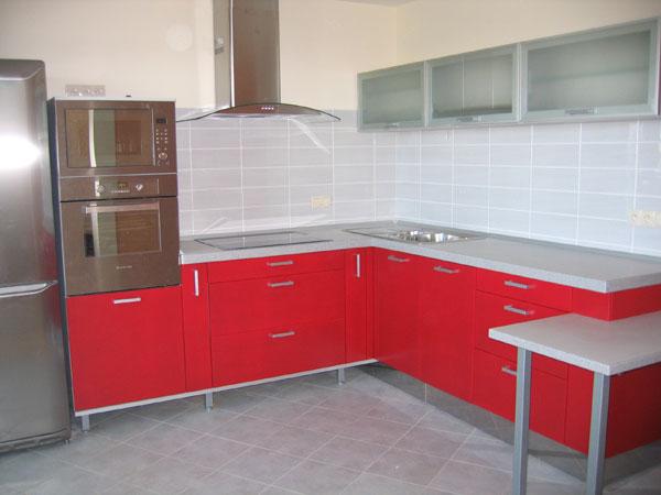 Кухня бело-красная