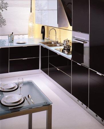 Кухня черная с белой кромкой