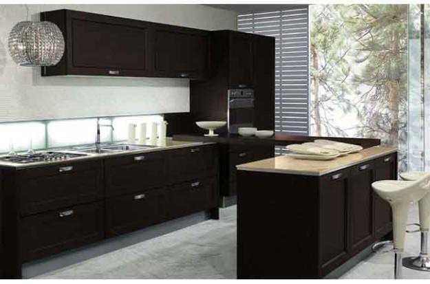 Кухня черная с хромированными элементами