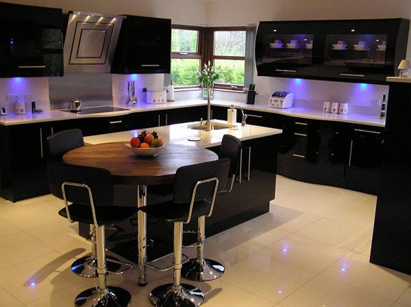 Кухня черная с островом