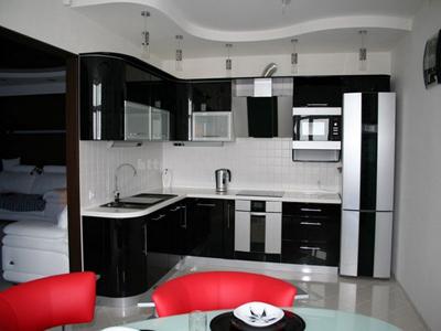 Кухня черно-белая радиусная