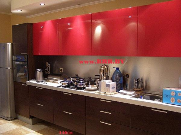 Кухня длинная красно-черная