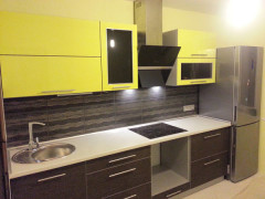 Кухня двухцветная из пластика