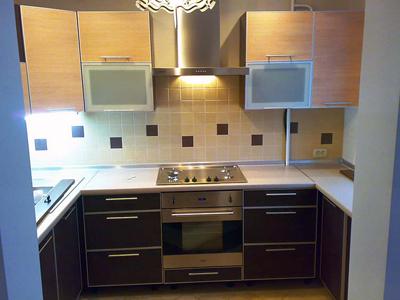 Кухня двухцветная п-образная