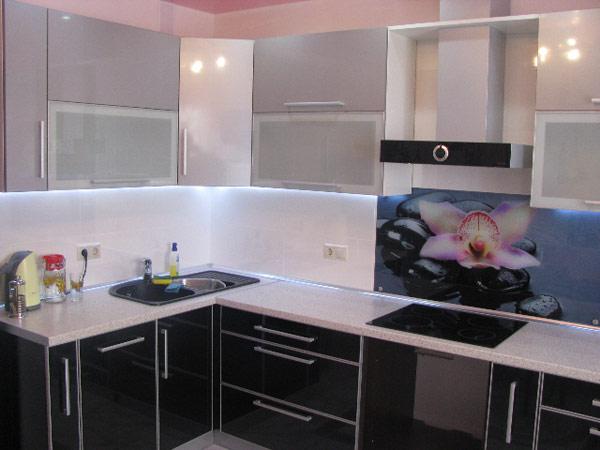 Кухня двухцветная с фотопечатью