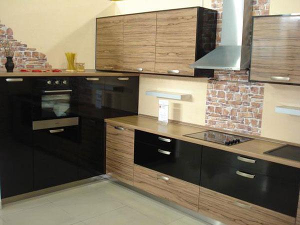 Кухня двухцветная с глянцевым покрытием