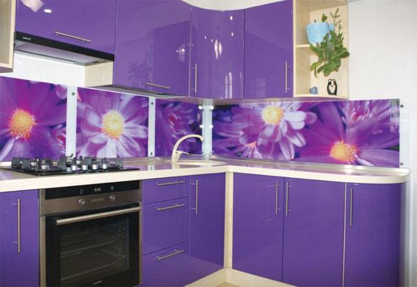 Кухня фиолетовая со скинали