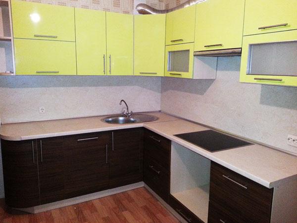 Кухня из пластика двухцветная