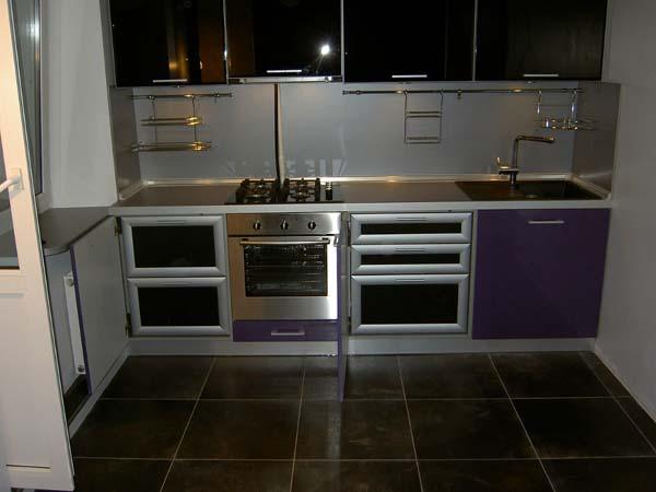 Кухня комбинированная черно-пурпурная
