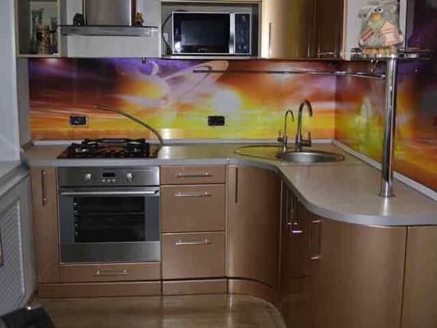 Кухня компактная золотого цвета
