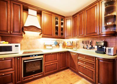 Кухня коричневая из массива