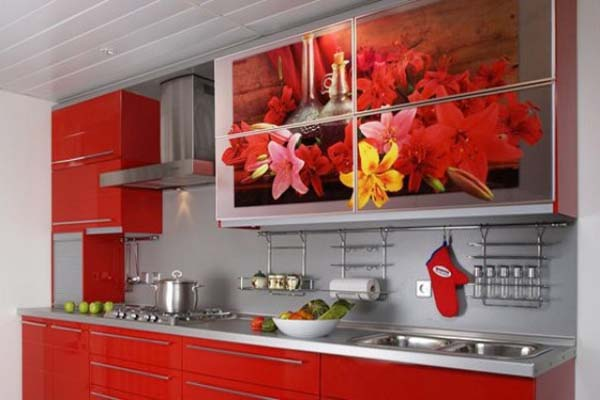 Кухня красная с фотопечатью