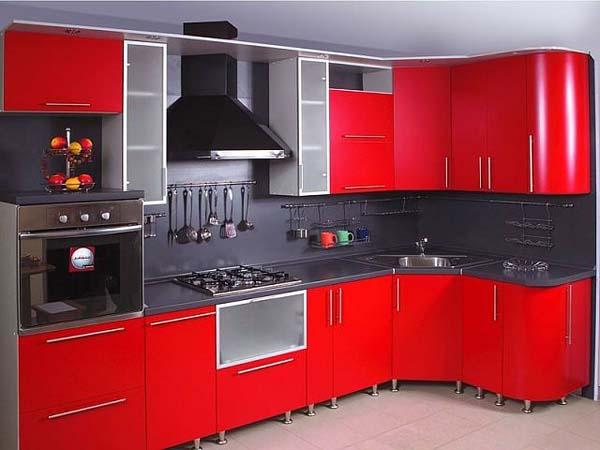 Кухня красная с радиусными фасадами