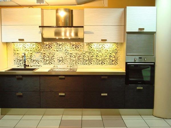 Кухня линейная двухцветная с подсветкой