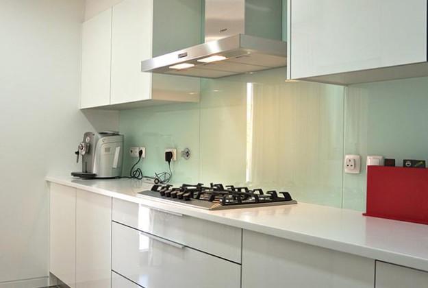 Кухня линейная глянцевая из МДФ