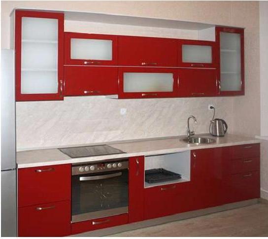 Кухня линейная красного цвета
