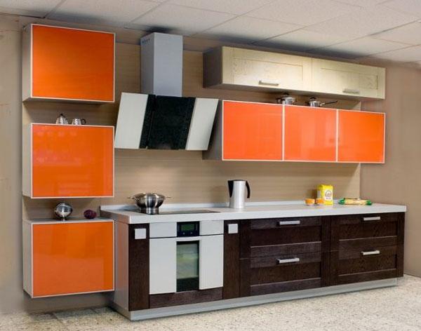 Кухня линейная красочная