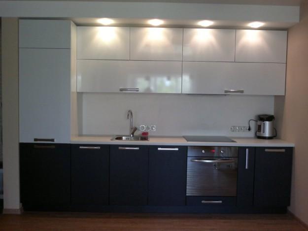 Кухня линейная с подсветкой