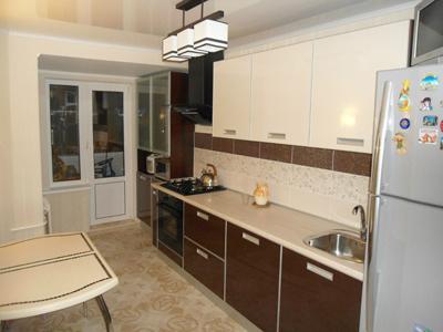 Кухня линейная со шкафом-пеналом