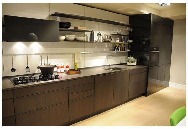 Кухня линейная современная с подсветкой