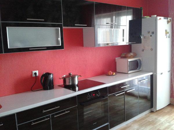 Кухня линейная в цвете черный глянец