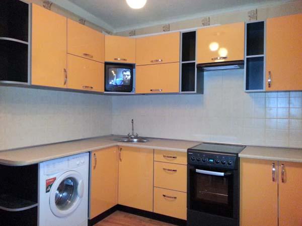 Кухня насыщенного желтого цвета