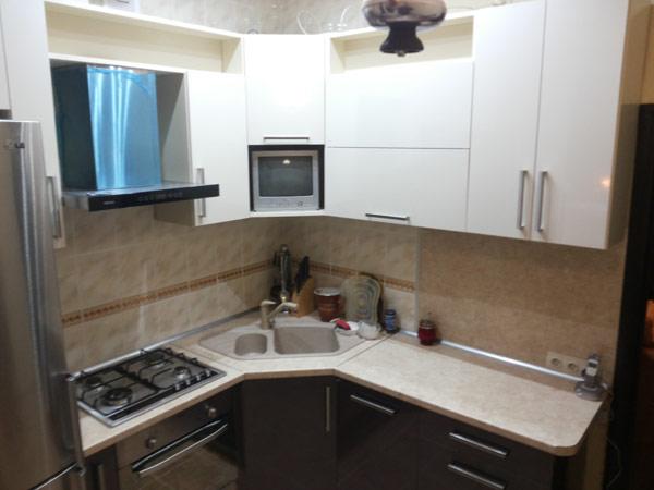 Кухня небольшая в угол
