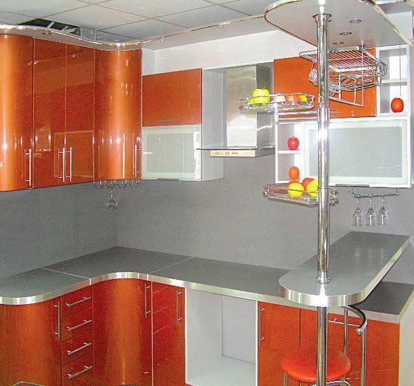 Кухня оранжевая с барной стойкой