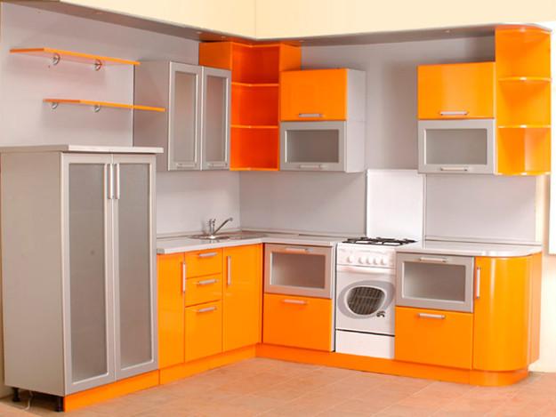 Кухня оранжевая с радиусными полками