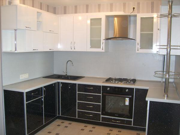 Кухня П-образная двухцветная