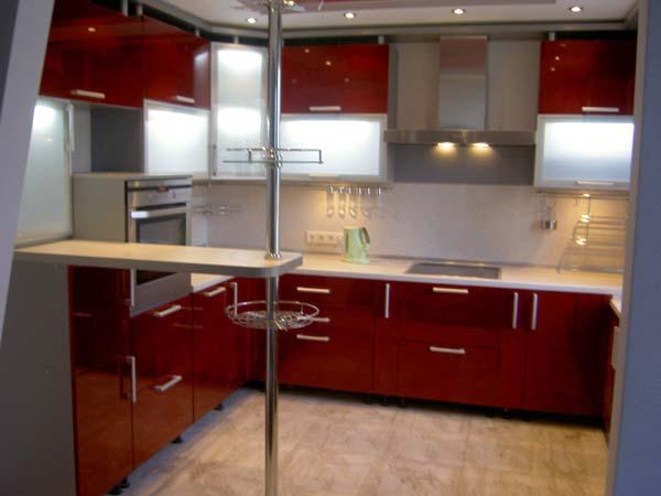 Кухня П-образная красная