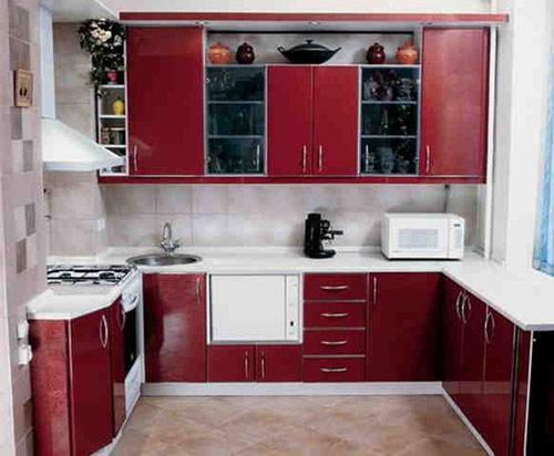 Кухня П-образная красная с белой столешницей