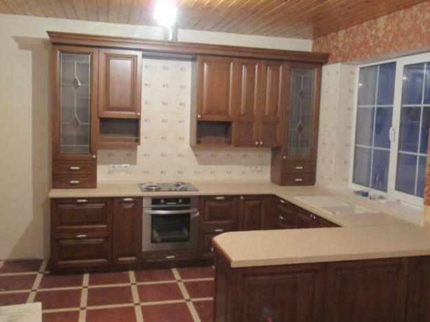 """Кухня П-образная с фасадами из массива дуба """"Надежда"""""""