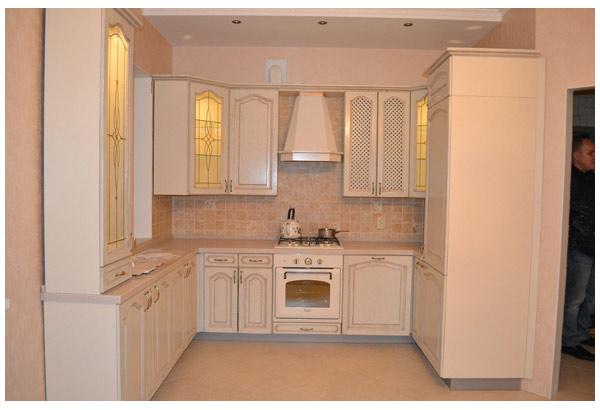 Кухня П-образная светло-бежевая