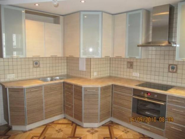 Кухня под выступ стены