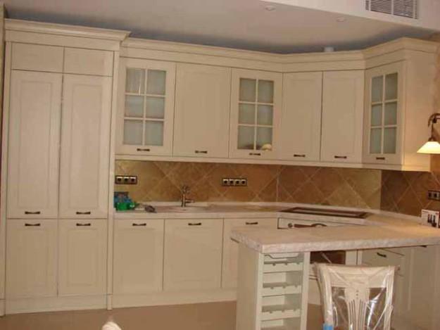 Кухня премиум-класса из массива ольхи с эмалью
