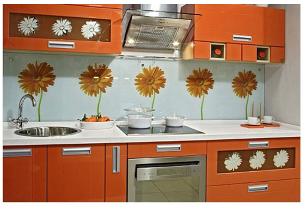 Кухня прямая с цветочными узорами